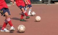 [视频]最基本的传球跑位练习方法