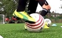 """""""像梅西一样踢球""""系列训练法06:脚部基本控球"""