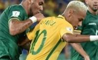 内马尔VS玻利维亚 穿裆未遂 被打一脸血