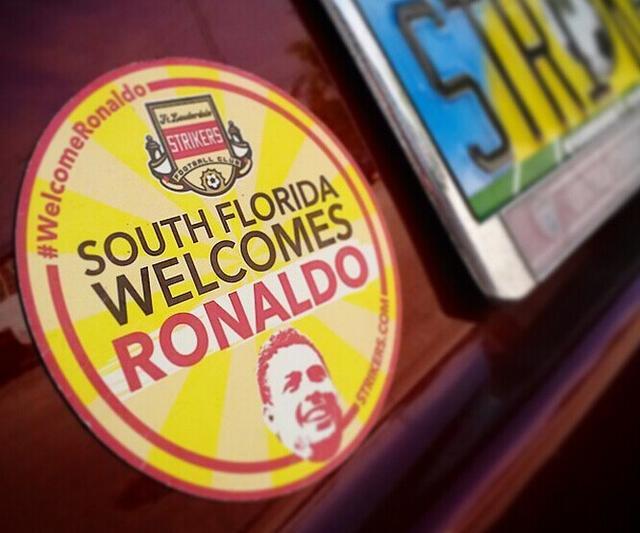 """美国佛州居民""""欢迎罗纳尔多""""的车贴"""